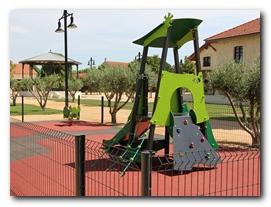 Jeux pour enfants au Parc des poètes à Eyragues
