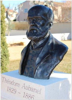 buste de Théodore Aubanel situé au parc des Poètes à Eyragues, scupté par M. Langloys